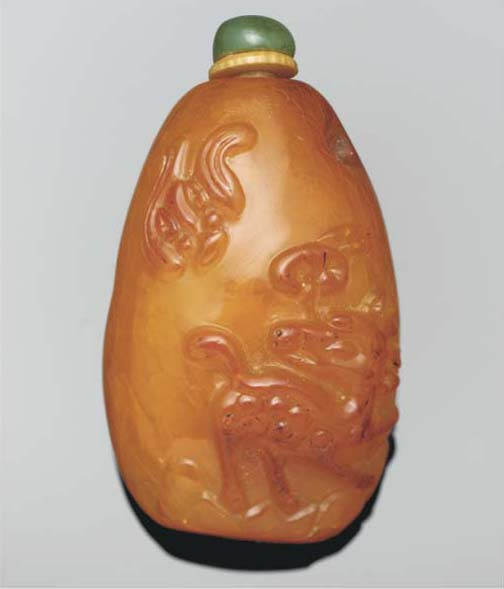 A Chinese amber snuff bottle,