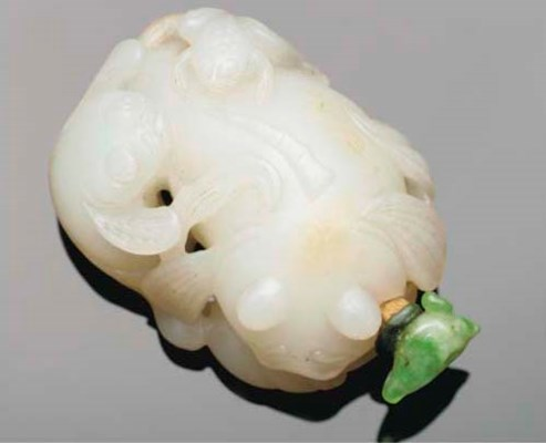 A Chinese white jade snuff bot