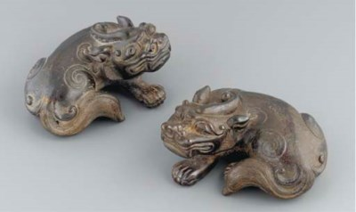 A pair of Chinese bronze model
