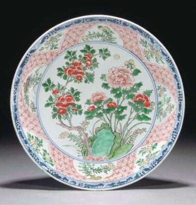 A Chinese wucai flaring dish,