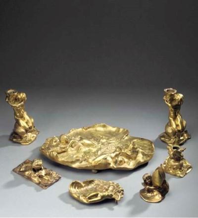 An Art Nouveau gilt bronze des