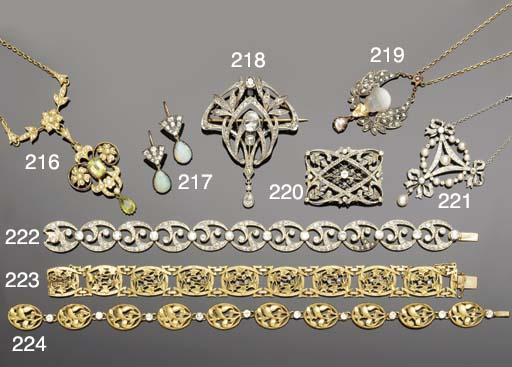 An Art Nouveau diamond brooch/