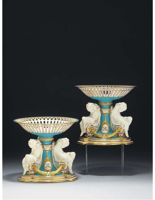 A pair of Minton bleu-céleste-