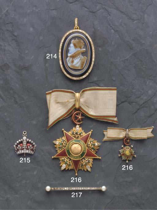A diamond and pearl bar brooch