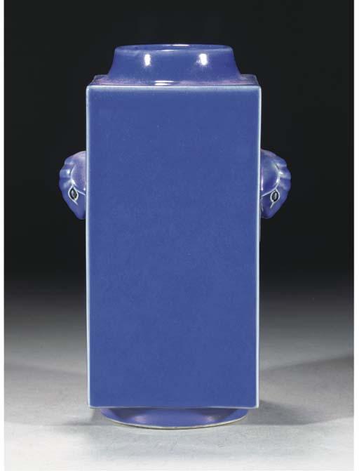 A blue glazed square vase, con