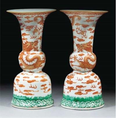 A pair of gu shaped altar vase
