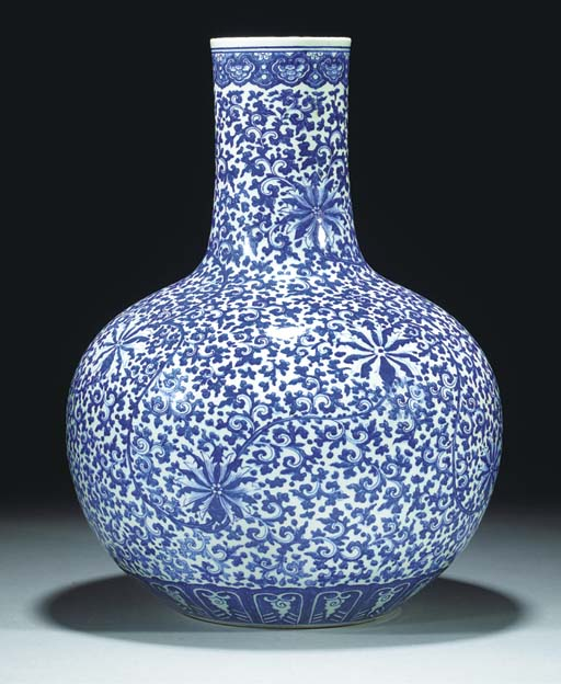 A large blue and white bottle vase, tianqiuping, 19th century