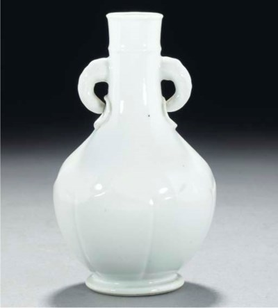 A blanc-de-chine bottle vase,