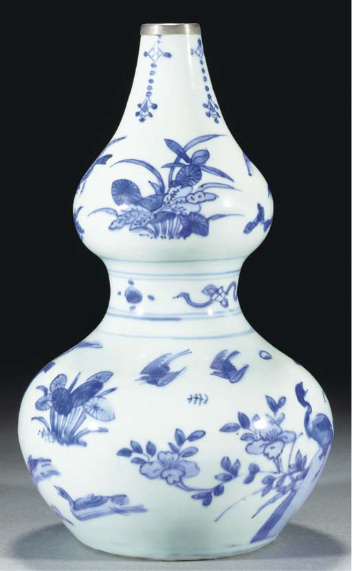 A blue and white double gourd vase, Transitional