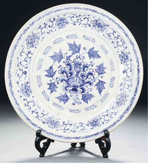 A large Annamese blue and whit