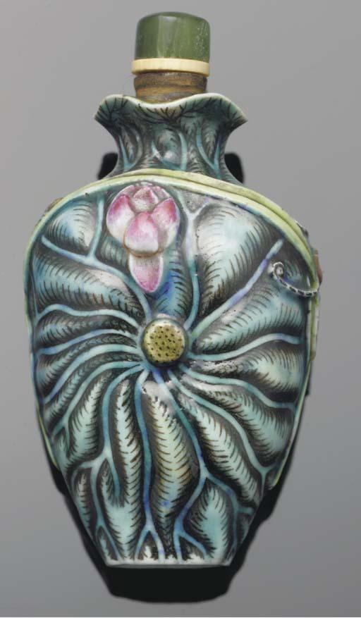 A moulded porcelain snuff bott