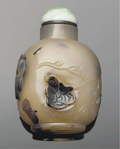 A cameo agate snuff bottle, 19th Century