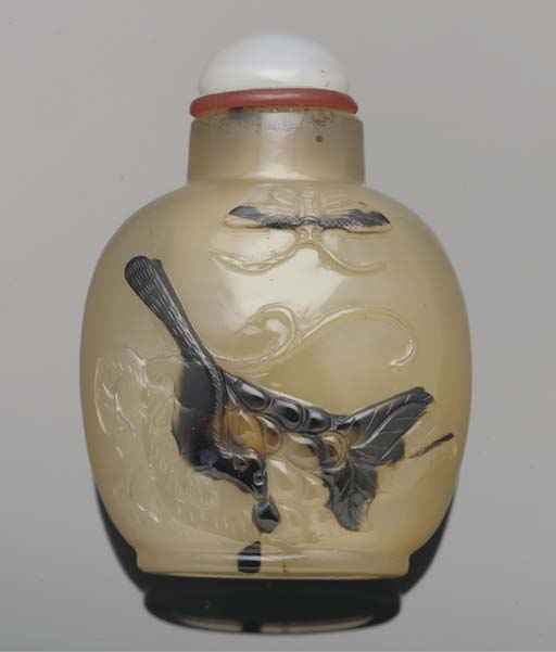 A cameo agate snuff bottle, 19