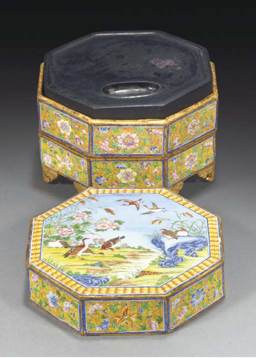 A two-tiered enamel box with inkstone, 19/20th Century