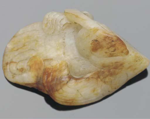 A russet jade carving of a bir