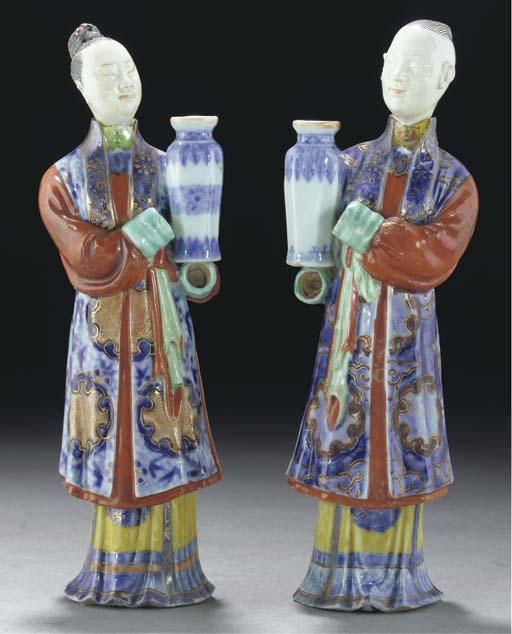 A pair of Export nodding-head