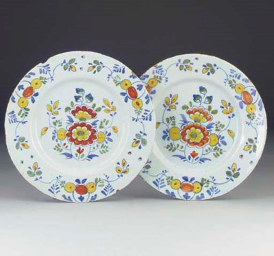 A pair of English deflt plates
