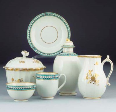 Various items of Worcester tea