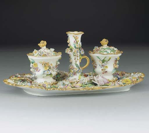 An English porcelain flower-en