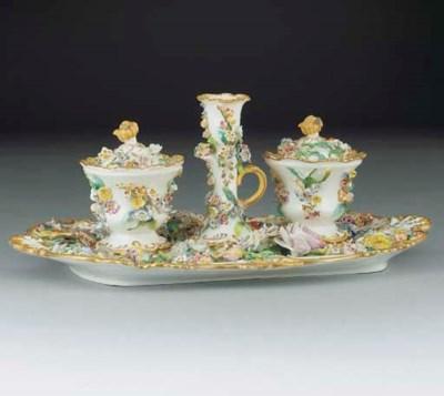 An English porcelain flower-en