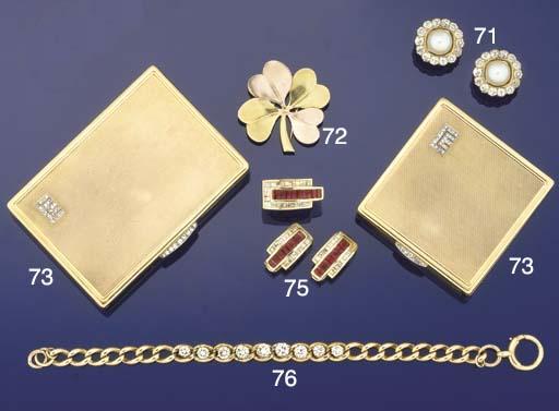 An 18ct. gold, diamond-set com