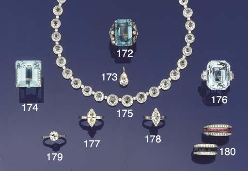 A pear-cut diamond single ston