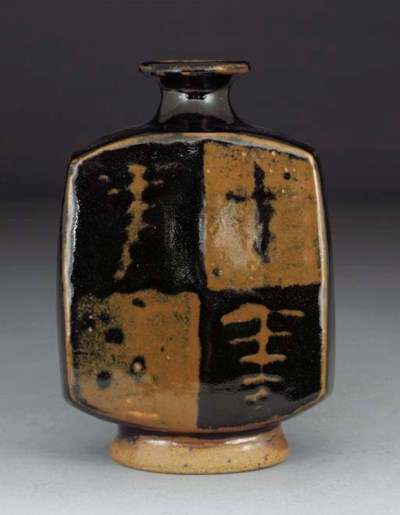 A Stoneware Moulded Bottle-Vas