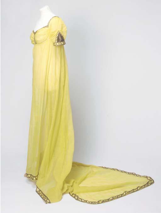 A lady's trained dress of ochr