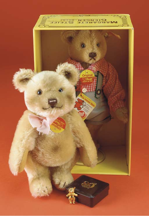 A Steiff teddy bear in lederho