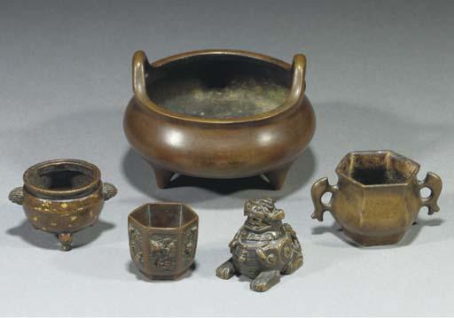 A Chinese miniature gold splas