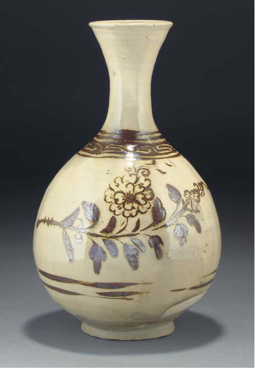 A Chinese chizou bottle vase,