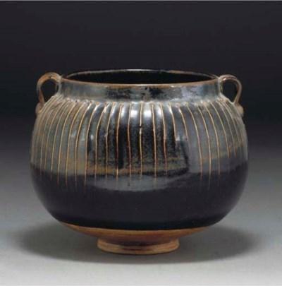 A Chinese Henan golbular potte