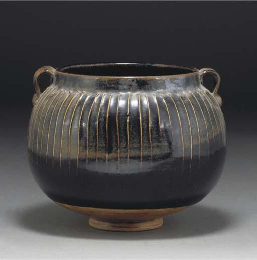 A Chinese Henan golbular pottery jar, Song dynasty