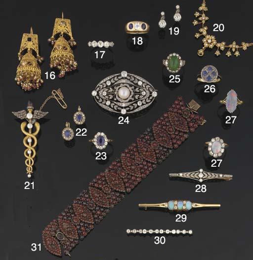 A pair of Indian gem earpendan