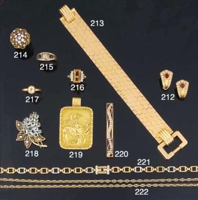 A diamond hair clip