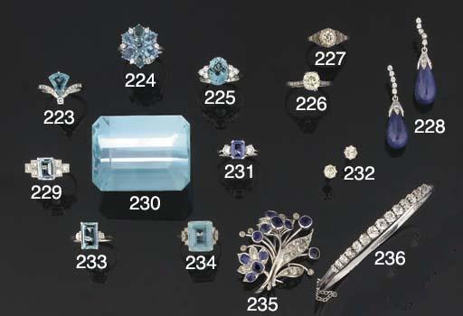 A sapphire and diamond spray b