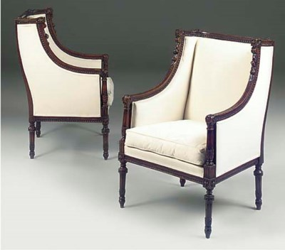 A PAIR OF CARVED BEECH BERGERE