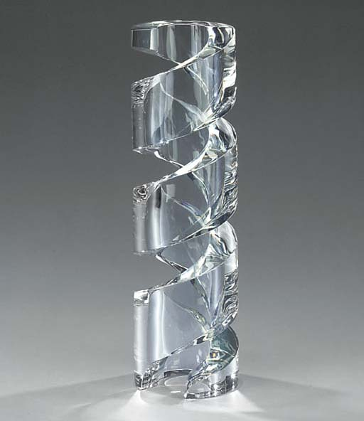 A Baccarat clear glass sculptu
