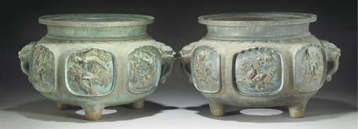 A large pair of Japanese bronz