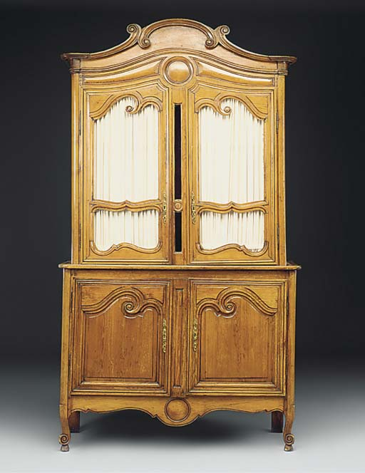 A French provincial pine cupbo
