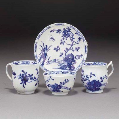 Four pieces of Worcester blue
