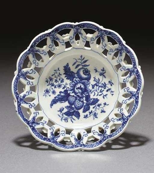 A Worcester blue and white bas
