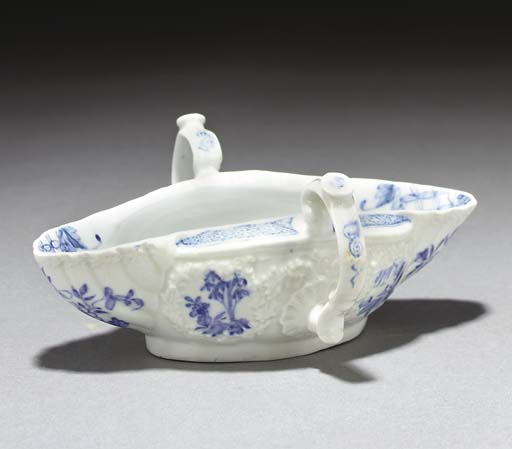 A Worcester blue and white dou