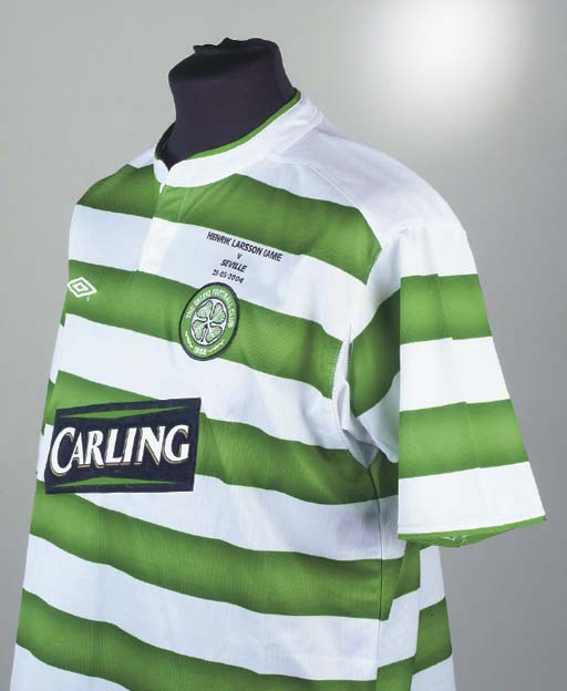 A GREEN AND WHITE CELTIC SHORT