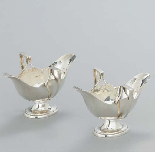 A PAIR OF GEORGE V SILVER SAUC