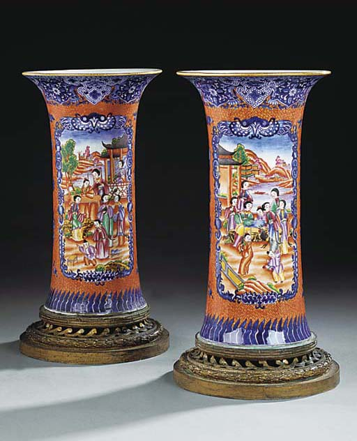 A PAIR OF FRENCH PORCELAIN TRU