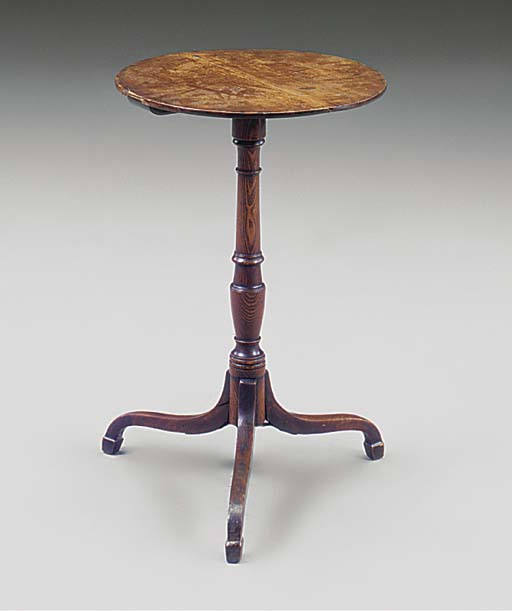 AN ENGLISH OAK TRIPOD TABLE
