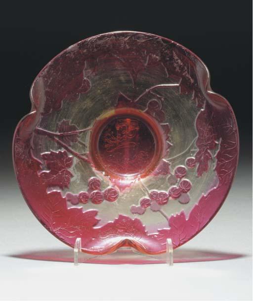 A FIRE-POLISHED CAMEO GLASS DI