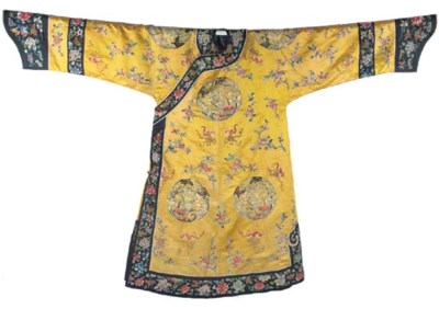 An informal robe of yellow sat