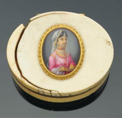 An ivory box and cover with en